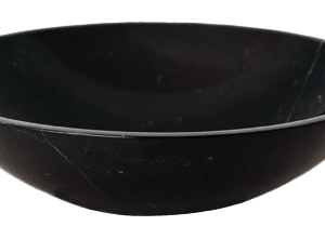 Espanjalainen, marmorista valmistettu musta kiviallas Marquina Redonda. Elegantti valinta ylelliseen kylpyhuoneeseen. Upeassa altaassa olevat valkoiset juovat antavat altaalle hienon yksityiskohdan. Allas valmistettu mustasta marmorista.