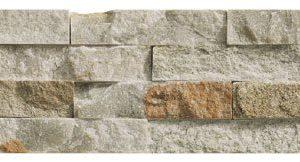 Sisustuskivi Slim Brick Beige. Huikea, espanjalainen monivärinen sisustuskivi. Rektifikoidun kivilaatan koko on 10x36 cm. Pakkauksessa 8 kpl = 0,288 m2.